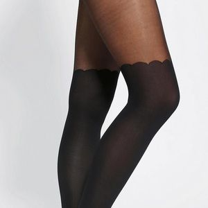 Knee high tights with scalloped top